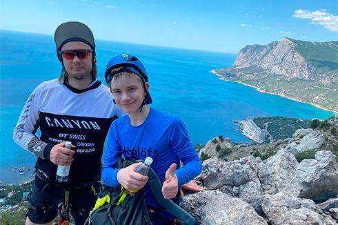 генеральный директор ООО ПГ ВЕКПРОМ с сыном, Крым, Форос, скалолазный маршрут